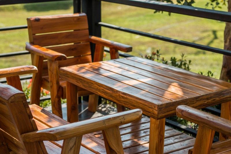 drewniany zestaw mebli ogrodowych