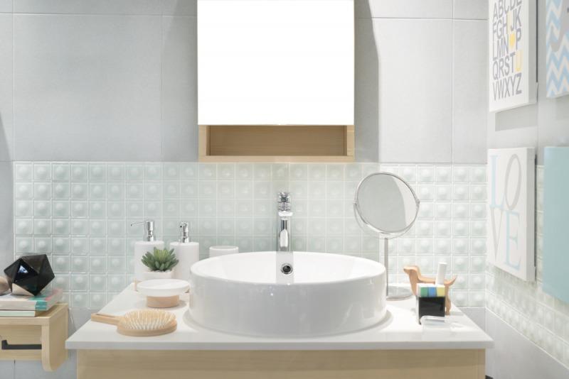 biało miętowa mała łazienka