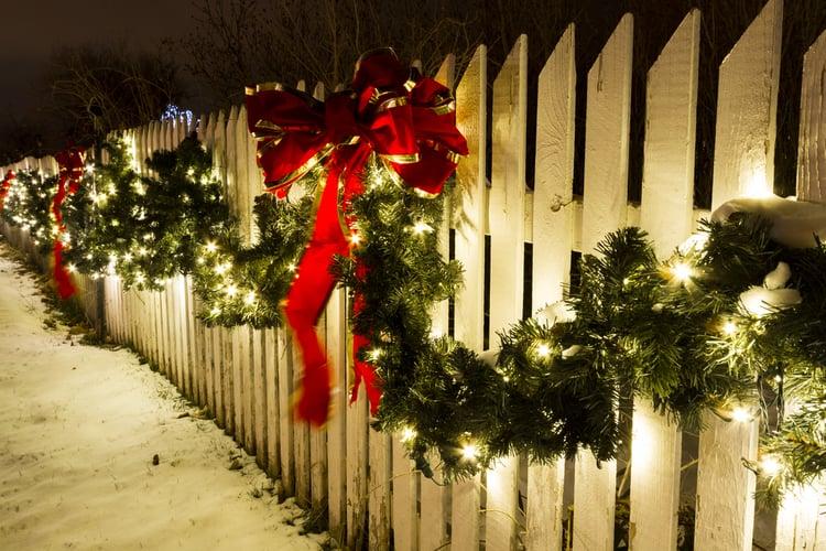 świąteczna dekoracja ogrodzenia
