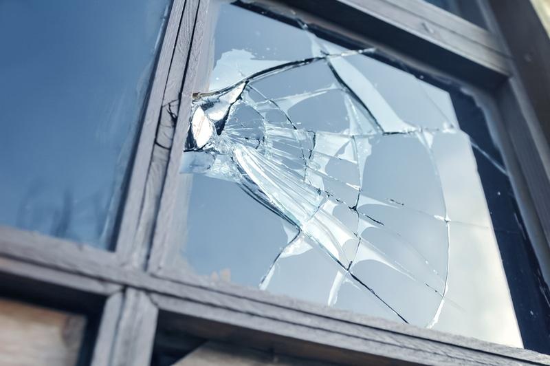 uszkodzone okno