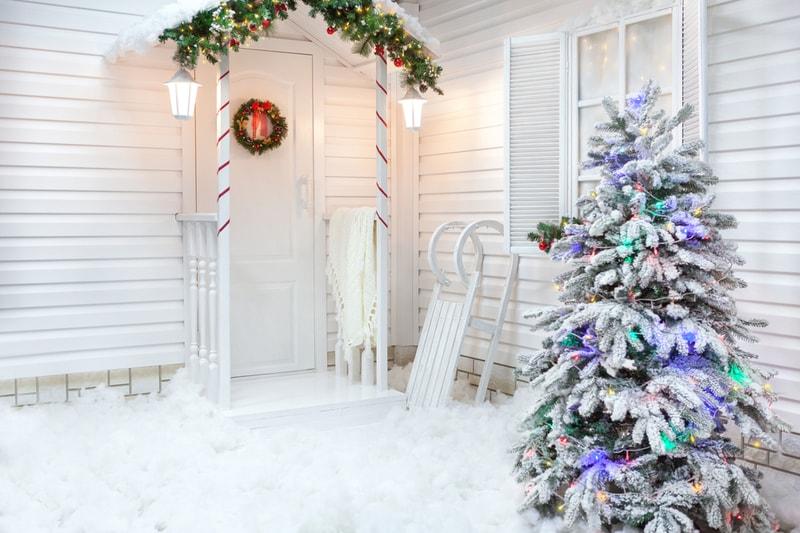 zewnętrzne dekoracje świąteczne domu