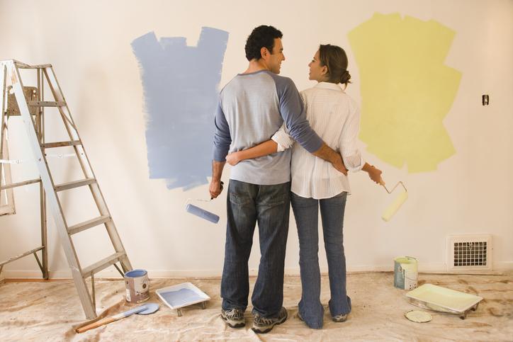 malowaniem ściany