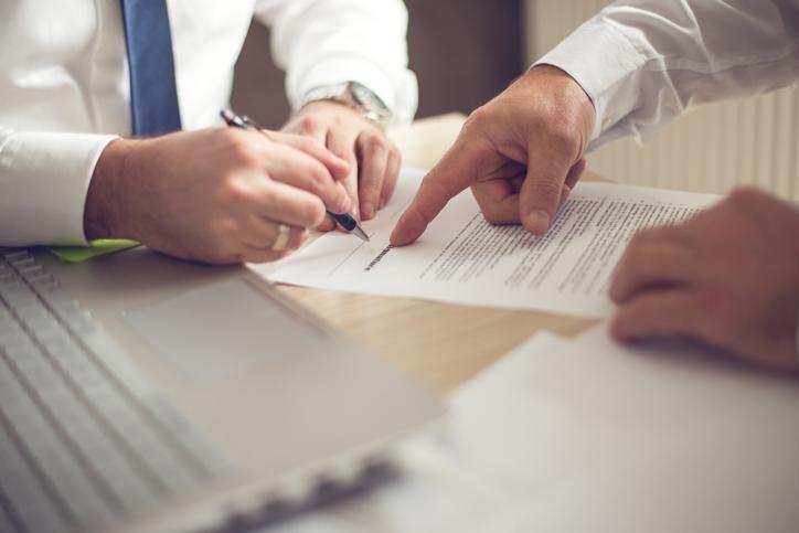 wizyta unotariusza ipodpisywanie aktu notarialnego mieszkania
