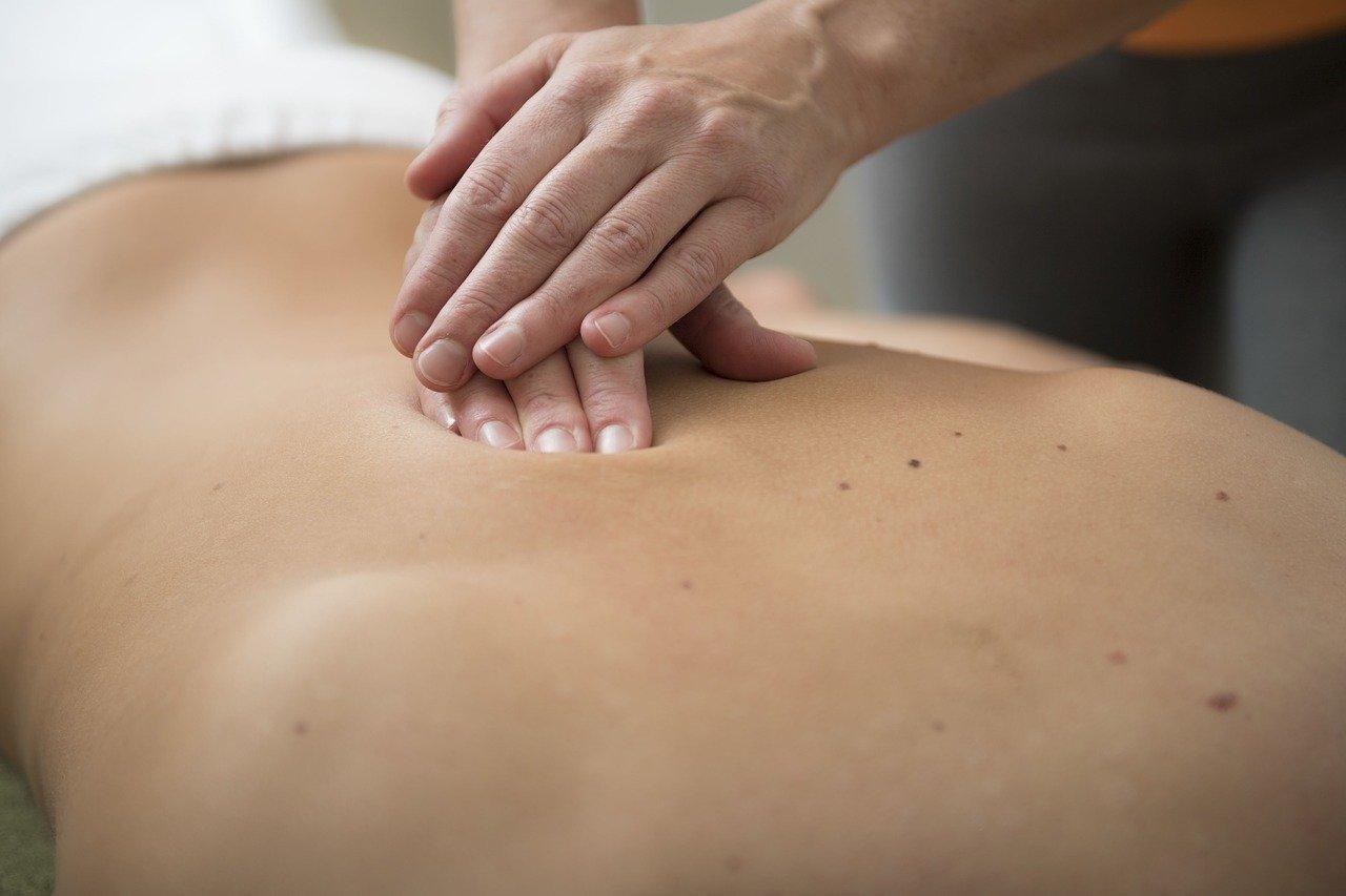 masaż naból pleców