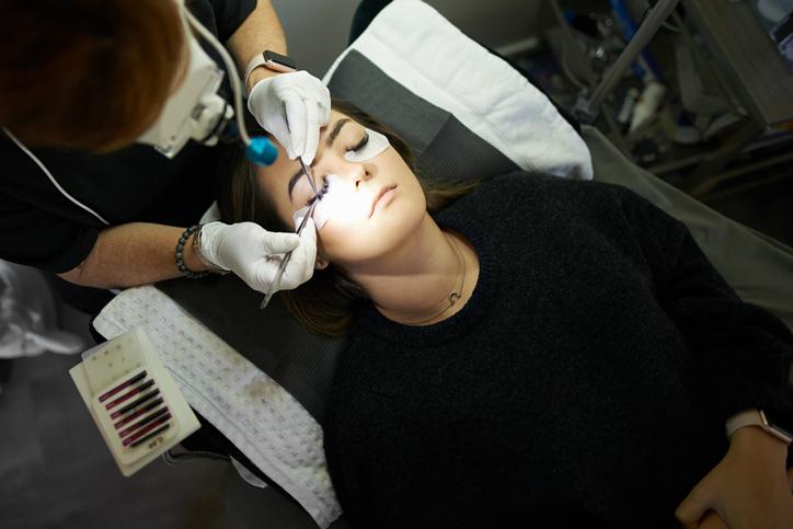 przedłużanie rzęs wsalonie kosmetycznym