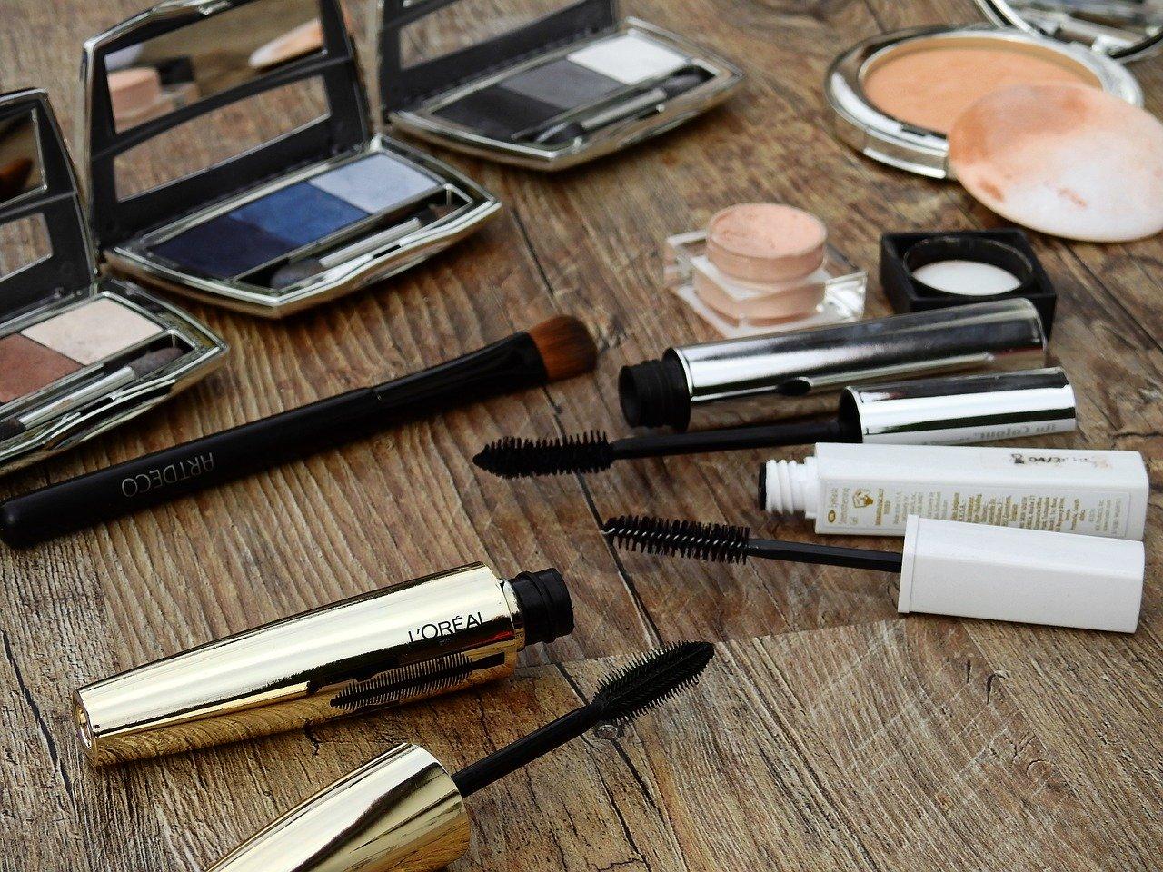 kosmetyku domalowania oczu
