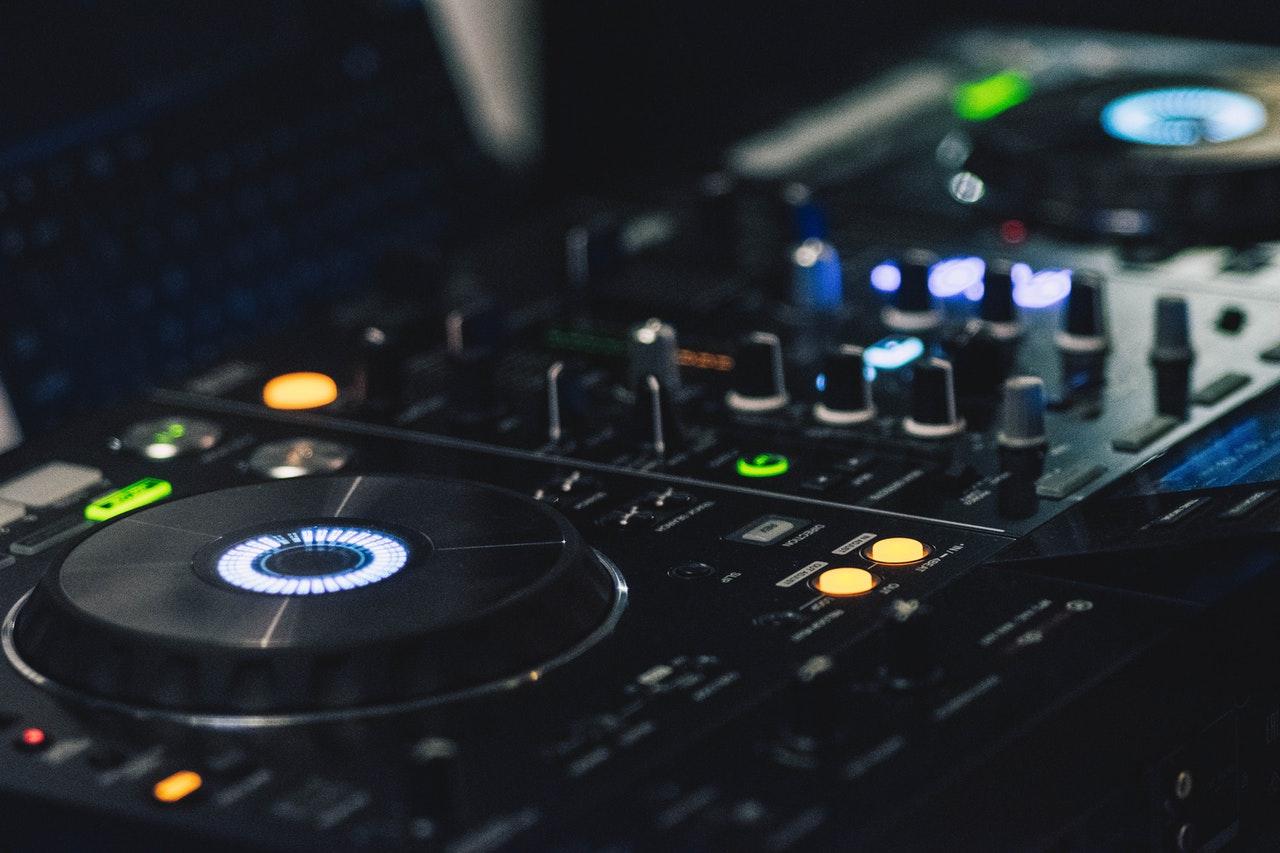 DJ nawesele