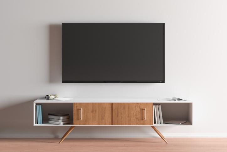 montaż telewizora naścianie wsalonie