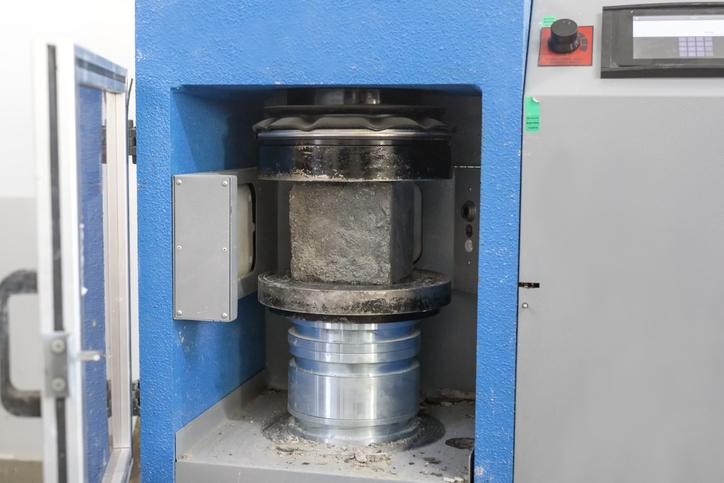 test wytrzymałości betonu naściskanie