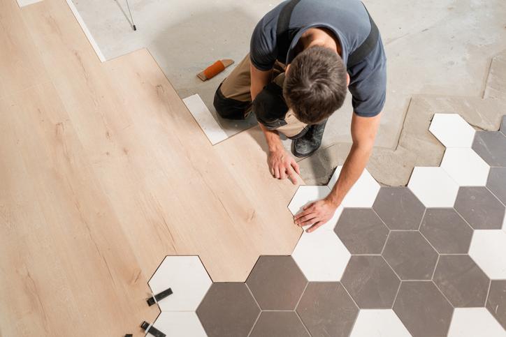 Montaż winylowych paneli podłogowych
