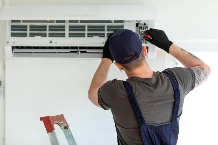 montaż klimatyzacji wdomu lubmieszkaniu