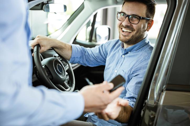 Jak długo trwa iile kosztuje przerejstrowanie auta?